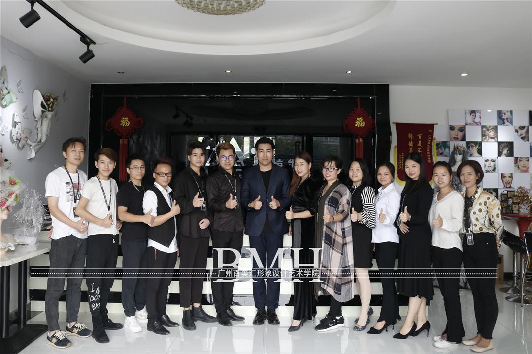 百美汇精彩视频:亚洲十大纹绣天王崔佳纹眉实操